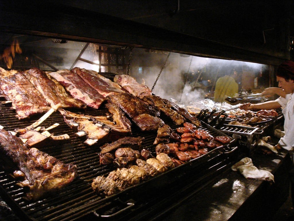 Asado argentin en barbecue géant