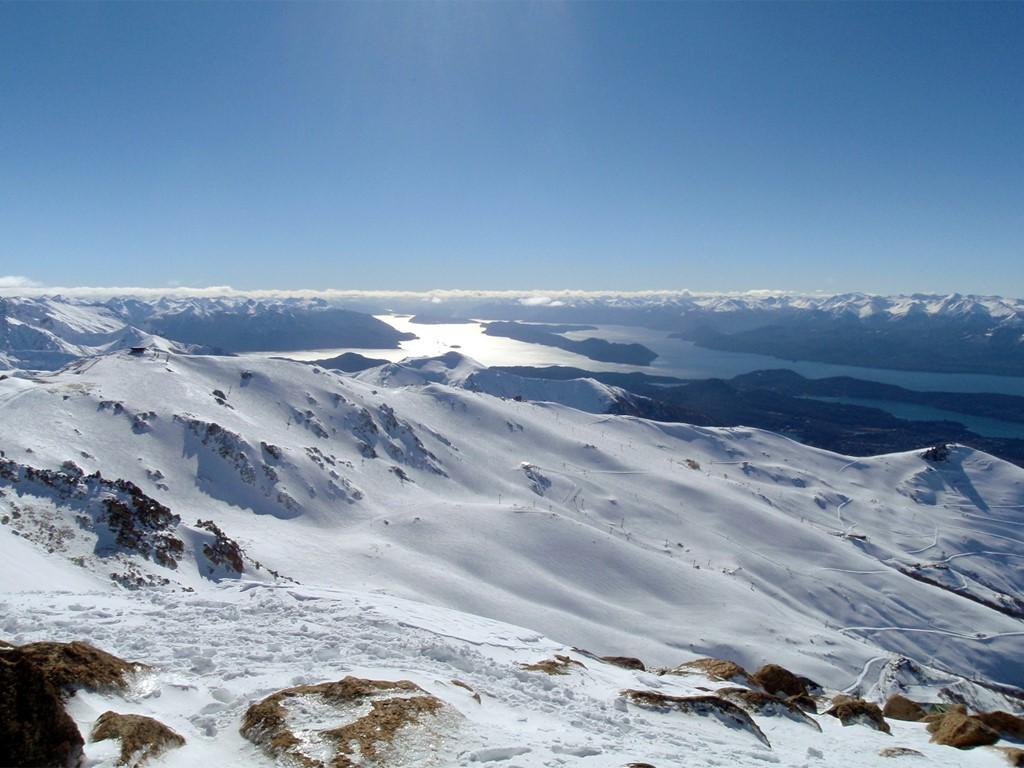 Vues panoramiques sur le lac Nahuel Huapi depuis les pistes de ski