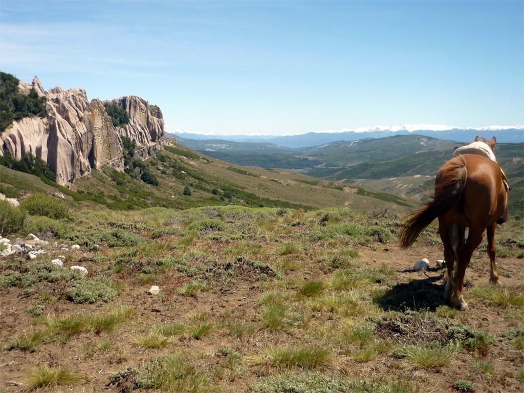 A caballo en la Patagonia, en dirección de La Buitrera