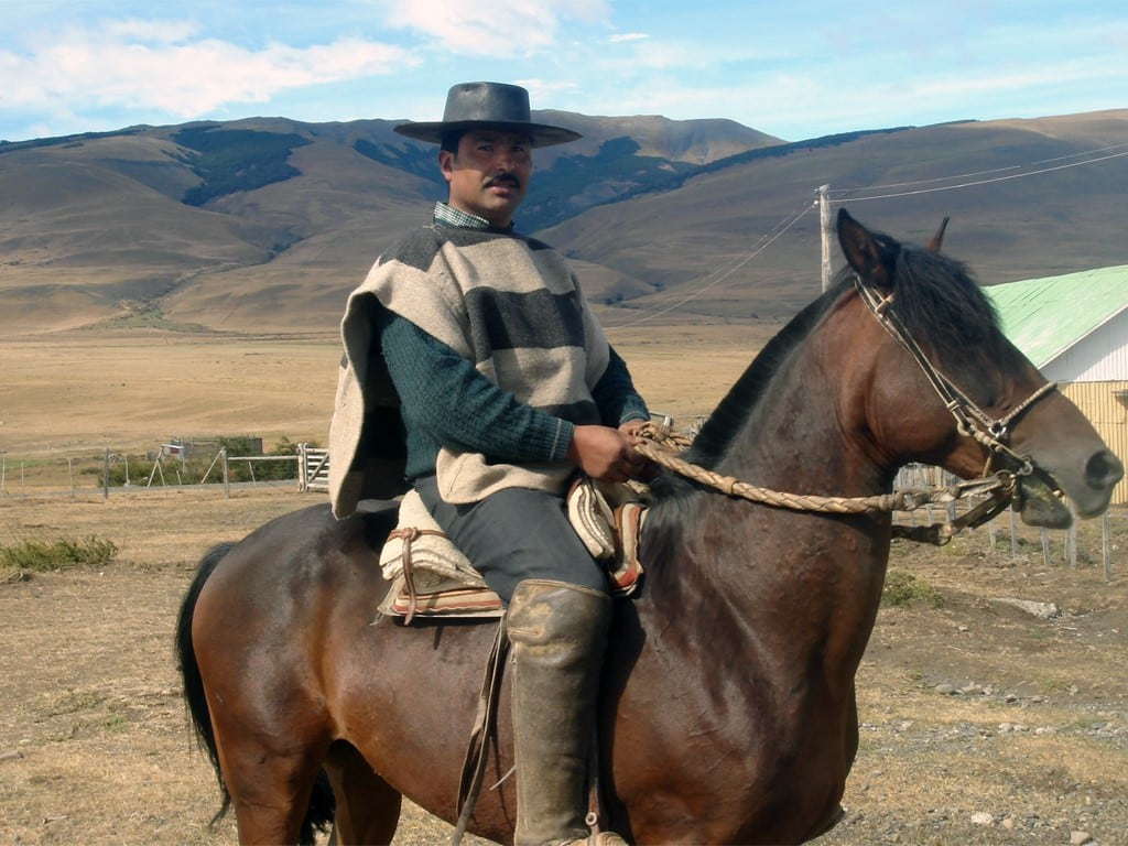 Chuma sur son cheval en Patagonie chilienne