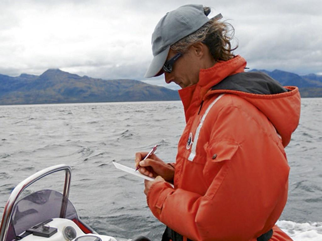 Juan Capella étudie les baleines au Chili