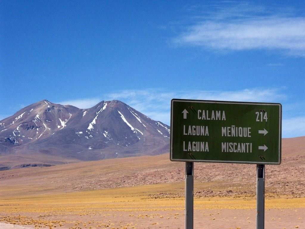 En direction des Lagunes Miscanti et Meñique