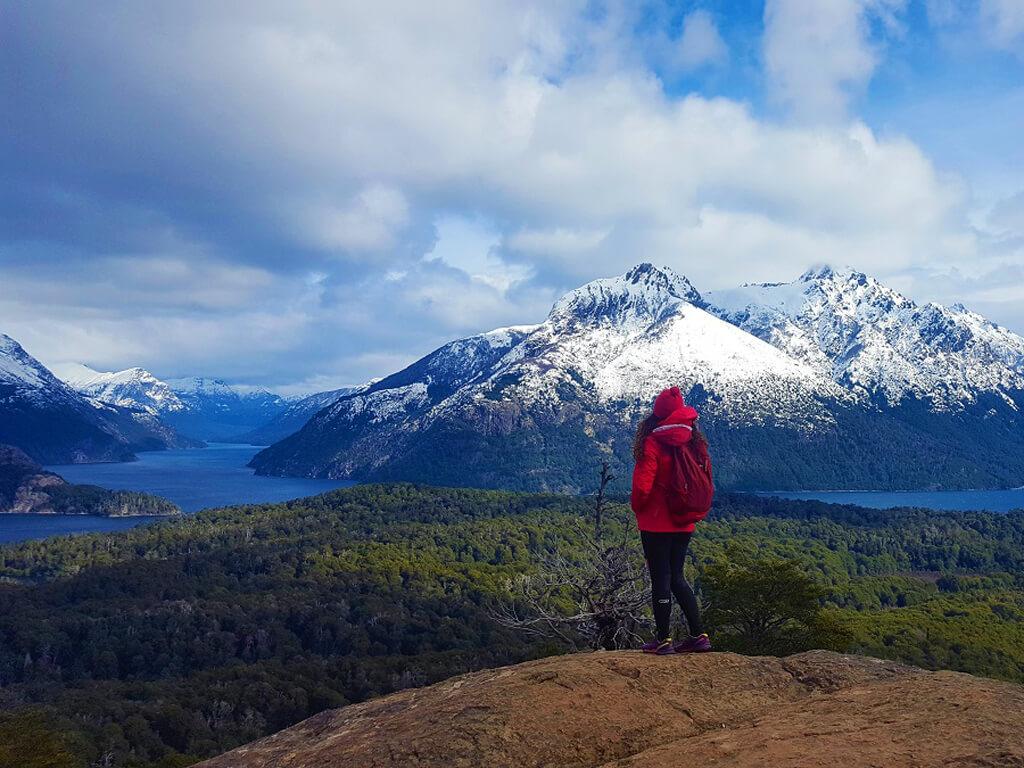 Point de vue panoramique sur le lac Nahuel Huapi en Patagonie Argentine
