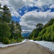 Sobre la ruta de los 7 lagos en la Patagonia