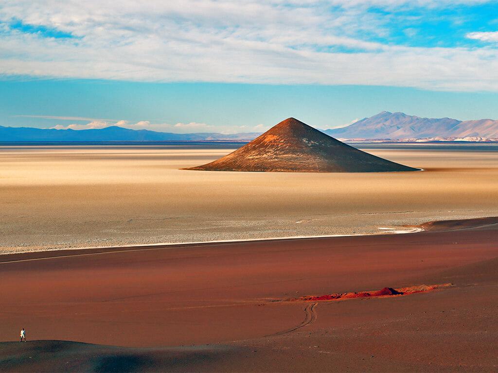 Le cône d'Arita près de Tolar Grande, dans la province de Salta en Argentine
