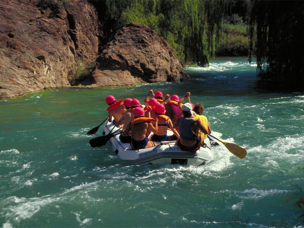 Rafting en los rápidos de Hua-Hum en la Patagonia