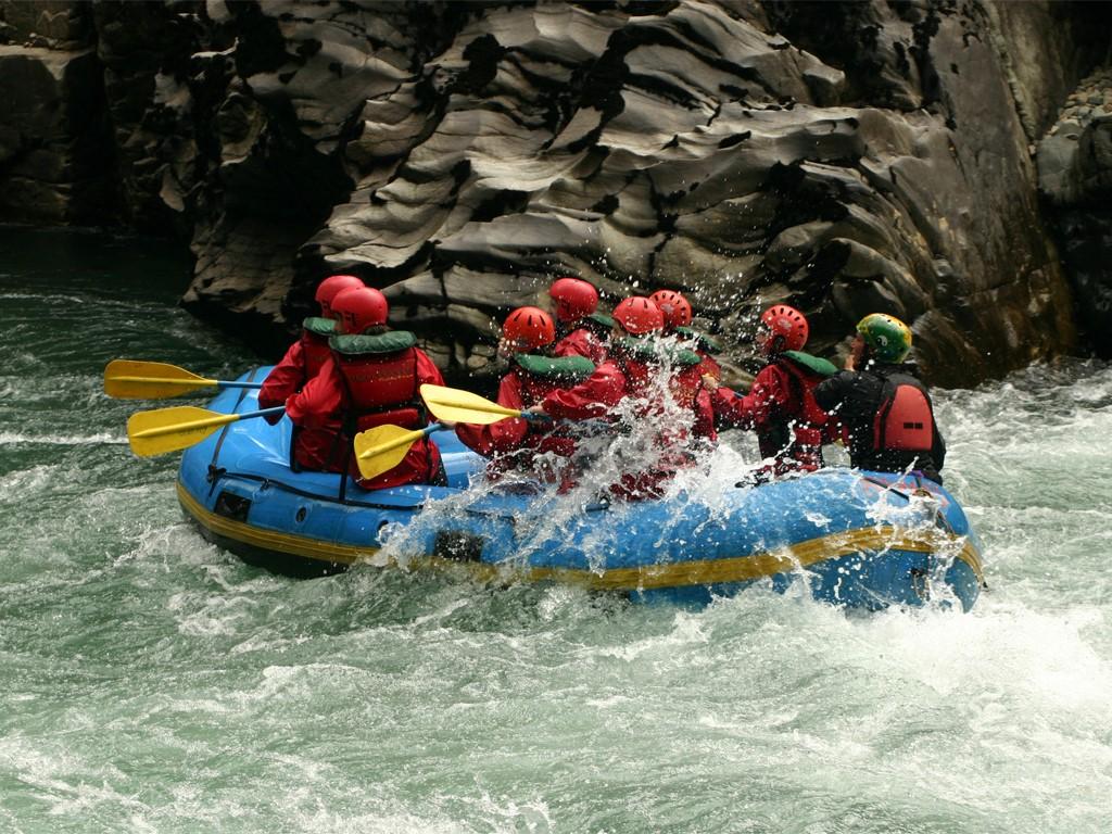Serpenteando el río Manso en Rafting