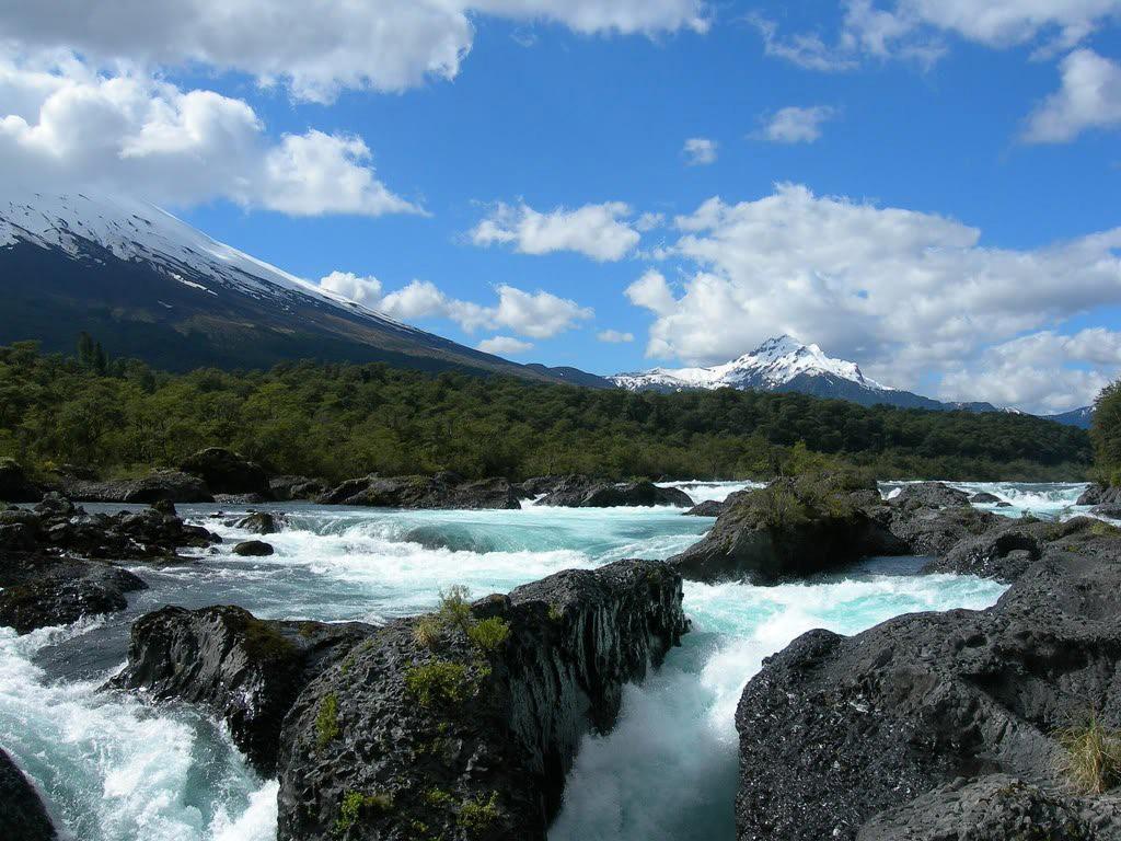 Río Petrohué en Chile - Norte de la Patagonia chilena