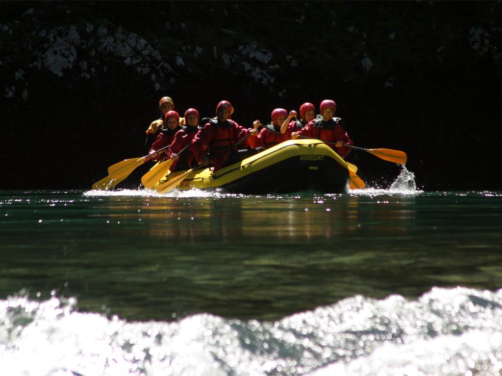Rafting en el río Manso en la Patagonia argentina y chilena