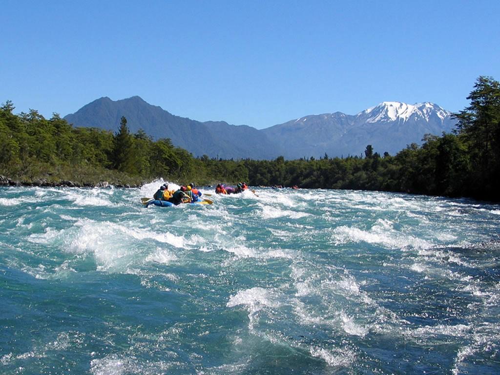 Rafting en el río Petrohué en Chile