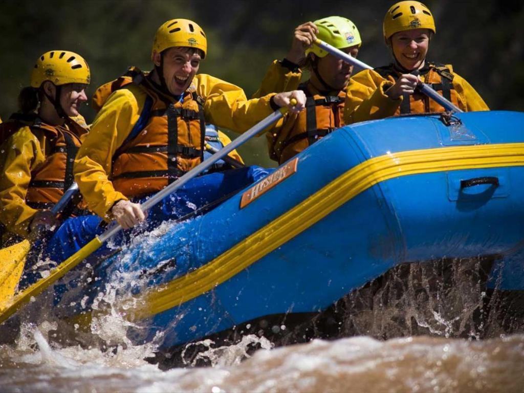Rafting familiar en el Hua Hum, Patagonia argentina