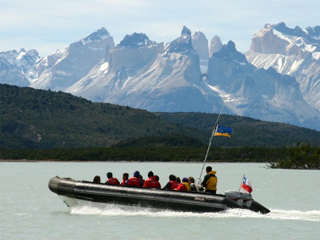 Naviguant sur le Serrano dans le Parc National Torres del Paine au Chili