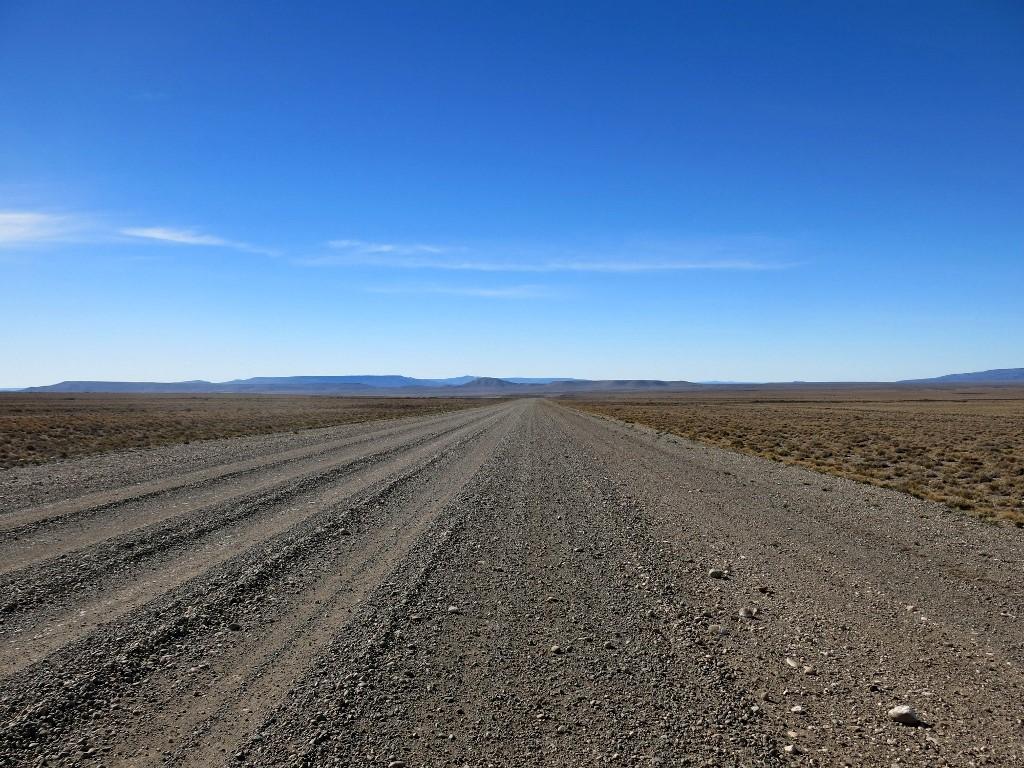 Piste sur la Route 40 en Patagonie argentine