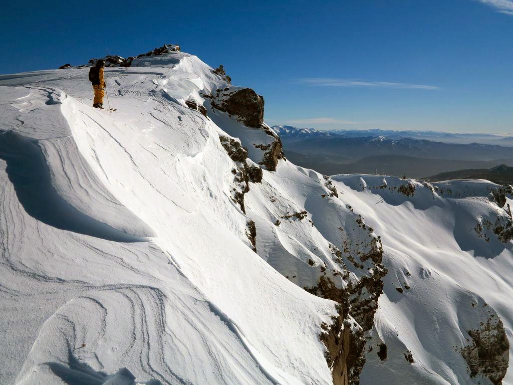 Skier au sommet du Cerro Chapelco en Patagonie argentine