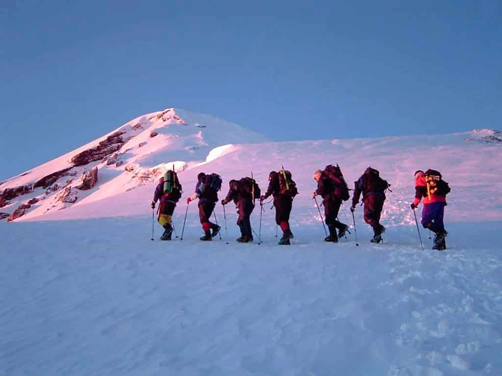 Skier sur le volcan Lanin en Argentine