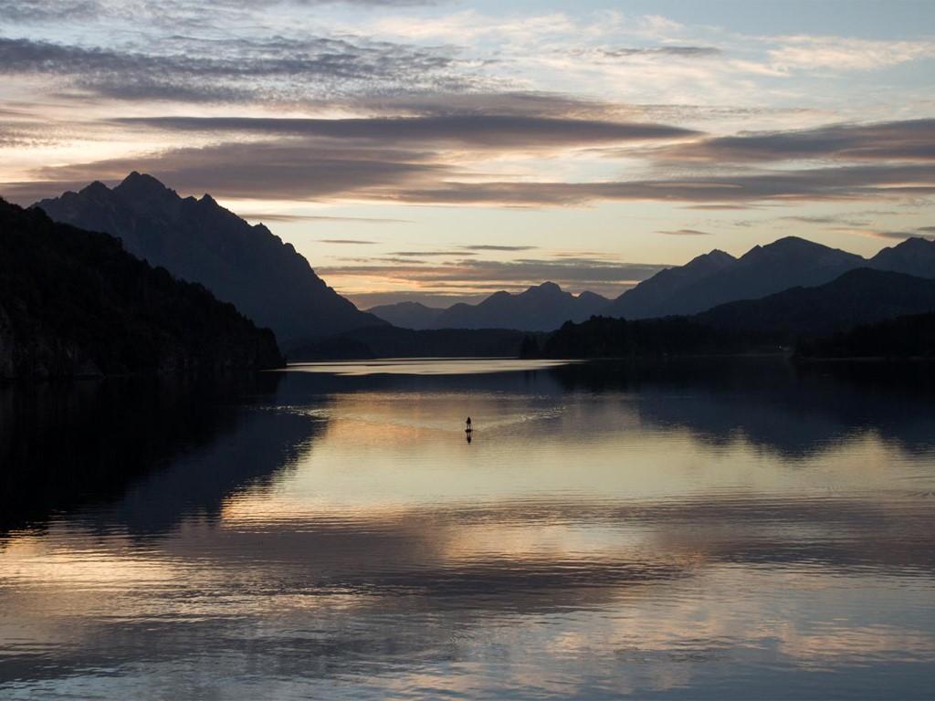 Les lacs de Patagonie se prêtent merveilleusement pour la pratique du stand-up paddle