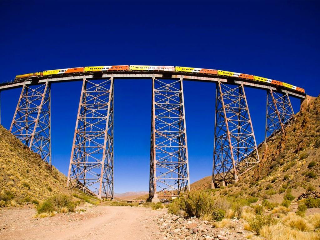 El tren a las nubes en el viaducto La Polvorilla