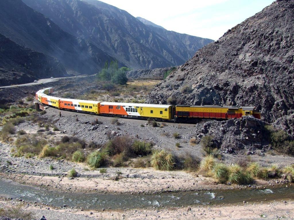 Le train des nuages : train d'altitude le long de la Cordillère des Andes