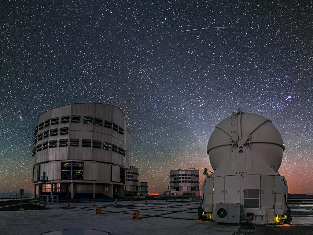 Télescopes auxiliaires VLT dans le désert d'Atacama