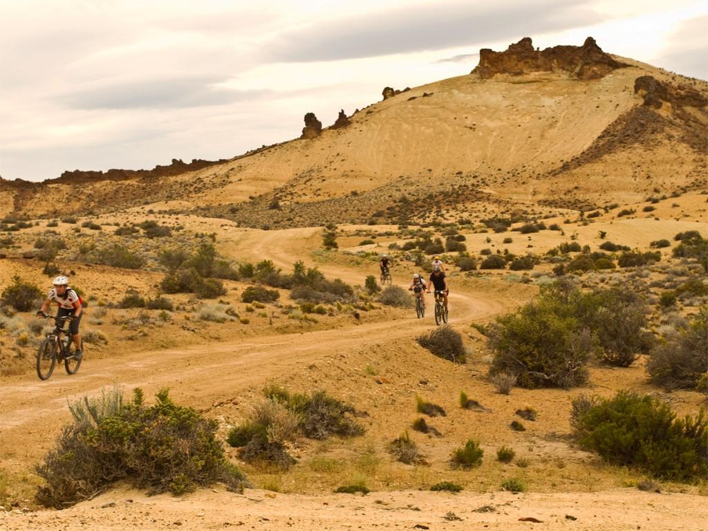 Beau circuit en VTT dans la steppe de Patagonie argentine