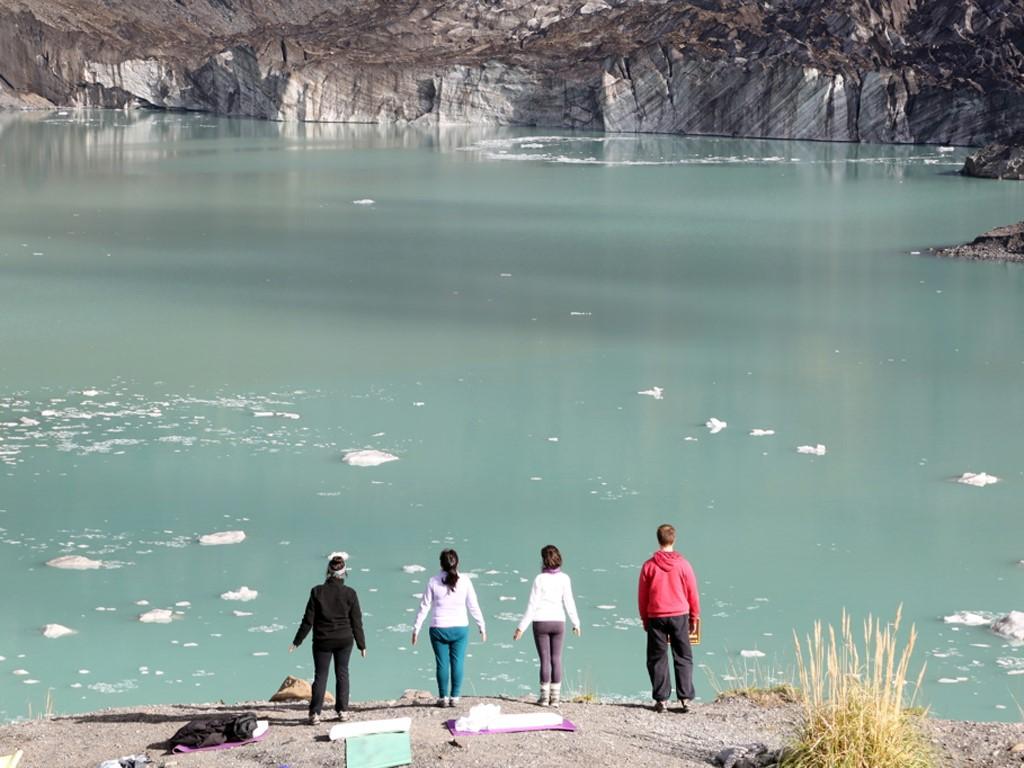 Meditación frente al glaciar Ventisquero Negro en Bariloche